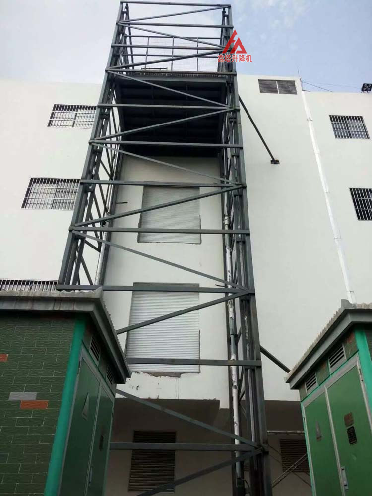 室外带井架导轨式简易货梯